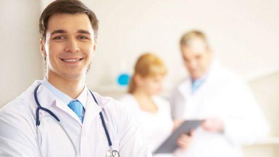 Какой врач лечит печень и к кому обращаться при возникновении симптомов